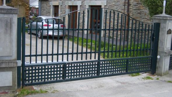 Puerta batiente - Trabajos en metal en Tapia de Casariego, Asturias